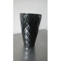 zwarte vaas met reliëf